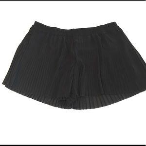 H & M Black Pleated Shorts Unfinished Hem Small